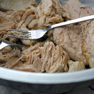 shredded-chicken-in-the-slow-cooker / thanksforthefood.com